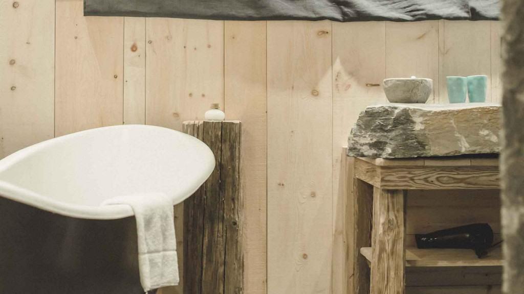 hotelzimmer mit badewanne hannover innenr ume und m bel ideen. Black Bedroom Furniture Sets. Home Design Ideas