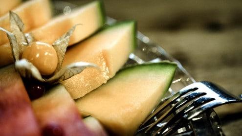Das Leoganger Hotel mama thresl verwöhnt dich zum Frühstück mit ofenwarmem Gebäck, feinem Müsli, erntefrischem Obst und vielem mehr.