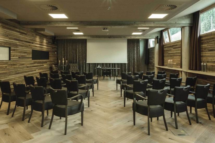 Für Incentives, Events, Seminare und Tagungen steht im Untergeschoß ein mit aller Technik versehener Multifunktionsraum bereit,